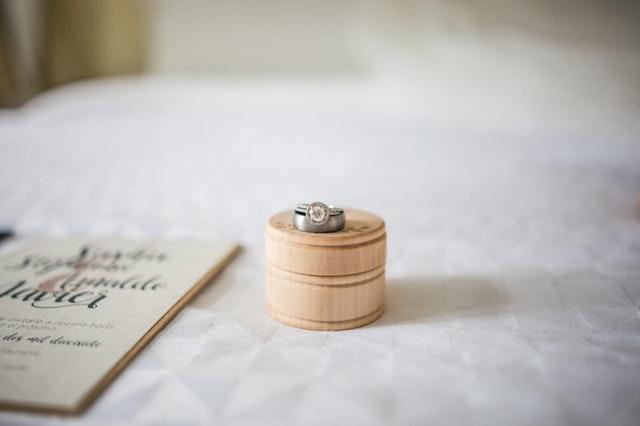 download undangan pernikahan yang bisa diedit berbagai warna