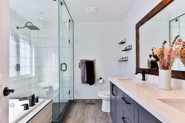 model keramik kamar mandi minimalis